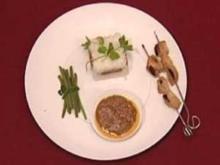 Hühnchenspieße mit Erdnusssoße, Reis und grünen Bohnen (Sabine Pfeifer) - Rezept
