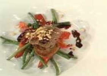 Lammroulade mit Paprika, Mandeln und grünen Bohnen a la Mälzer - Rezept