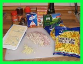Bunte Tortellini in Gorgonzola-Weißweinsosse - Rezept