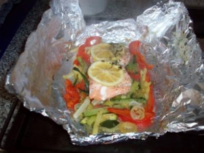 Lachsfilet im Gemüsebett - Rezept