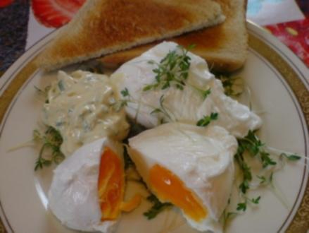 Verlorene Eier mit Kräuter-Senf-Mayonnaise - Rezept