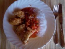 Knusperfisch auf Reisnudeln mit Süß-Sauersoße - Rezept