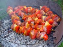 Hähnchenspieße nach ungarischer Art mit Grilltomaten - Rezept