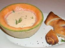 Kalte Melonen-Joghurtsuppe mit Hefe-Pizzacracker - Rezept