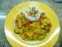 Curry Hähnchenpfanne mit Obst und Basmatireis - Rezept