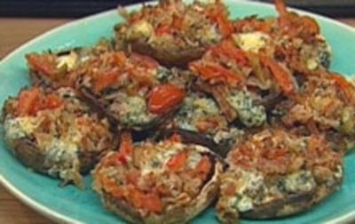 Gefüllte Portobellos mit Tomaten, Speck und Blauschimmelkäse - Rezept