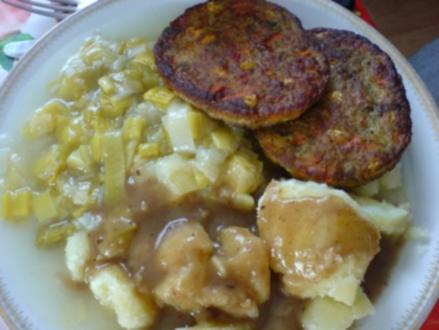 Gemüseburger mit Porreegemüse und Salzkartoffeln - Rezept