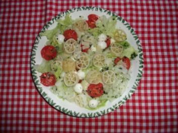 Bunter Nudel-Käse-Salat - Rezept