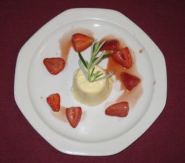 Ziegenkäseparfait mit Balsamico-Erdbeeren - Rezept