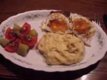Bayerischer Leberkäse mit gebräunten Zwiebeln, Spiegelei und Speckkartoffeln - Rezept