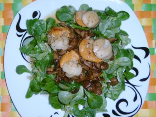 Jacobsmuscheln auf Pfifferlingssalat - Rezept