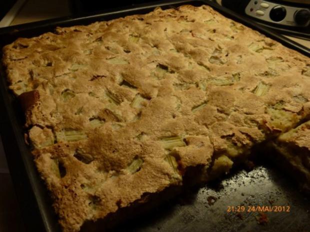 Kuchen: Rhabarber-Kuchen mit Nuss-Baiser - Rezept
