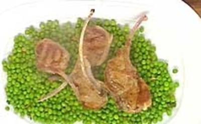 Rezept: Lammkoteletts, gebratene Erbsen in Olivenöl mit Knobi