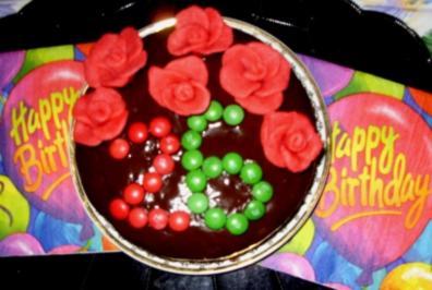 Florian`s Geburtstagskuchen -  Mini-Nuss-Kirschkuchen mit Deko - Rezept