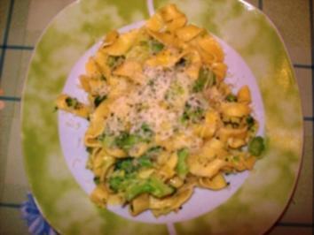 Bandnudeln/Tagliatelle mit Käse-Broccoli-Soße nach Jamie Oliver - Rezept