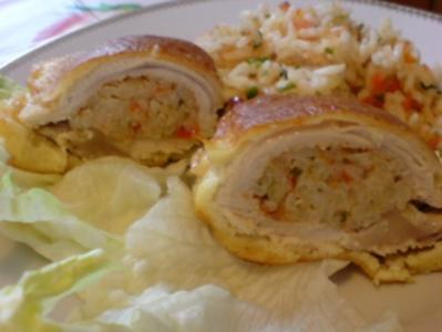 Basilikum-Putenschnitzel mit Reis gefüllt und in Parmesan-Ei gebraten - Rezept