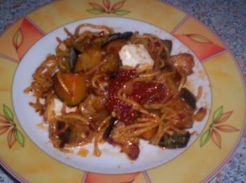 Scharfe Pasta mit Auberginen und getrockneten Tomaten - Rezept