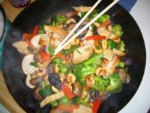 Hähnchen mit Broccoli und Cashewkernen aus dem Wok - Rezept