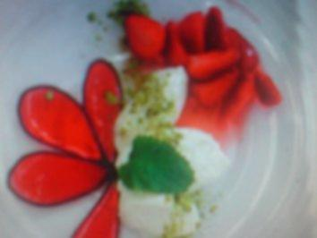 Sektmousse mit Erdbeersalat - Rezept