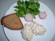 Räucherforellen-Tatare mit getoastetem Schwarzbrot und Feldsalat - Rezept
