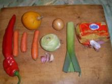 Fadennudelsuppe mit Paprika und Lauchzwiebel - Rezept