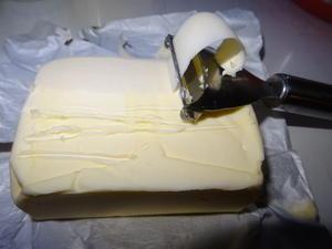 Gefrorene Butter ist für einen Kuchenteig sofort verwendbar, wenn........ - Tip