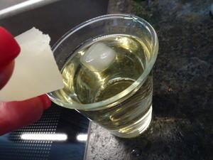 Sommer Bowle - gekühlt mit Eiswürfeln die die Bowle NICHT verwässern - Tip