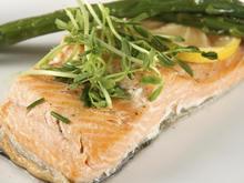 Pochierter Lachs: Fischgenuss für eilige Köche - Tip
