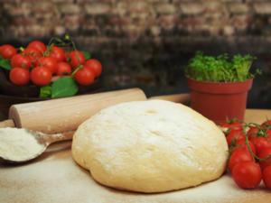 Wie Sie Pizzateig richtig ausrollen - Tip
