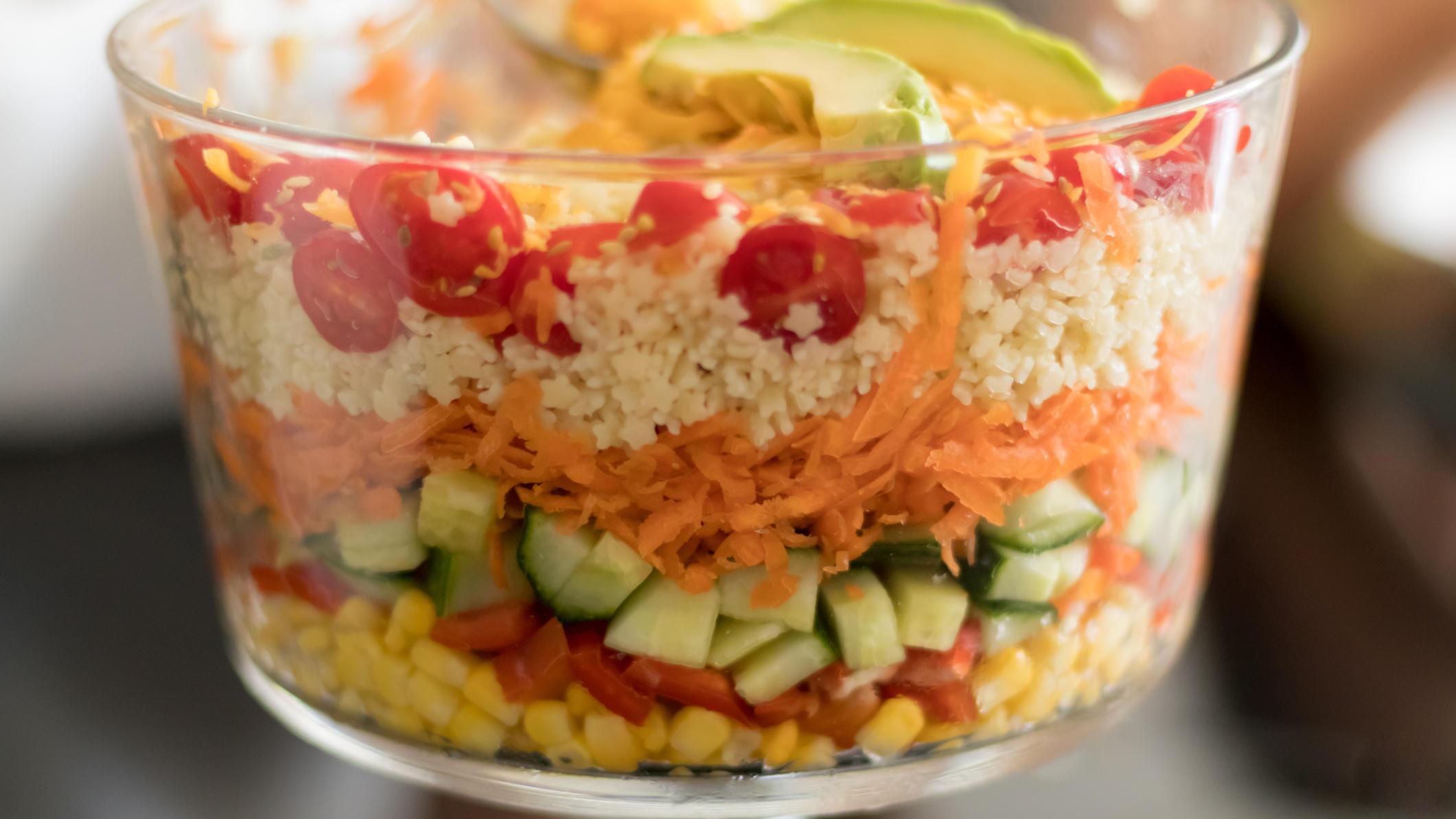 Beherrscht noch immer die Partybuffets: Der Schichtsalat.