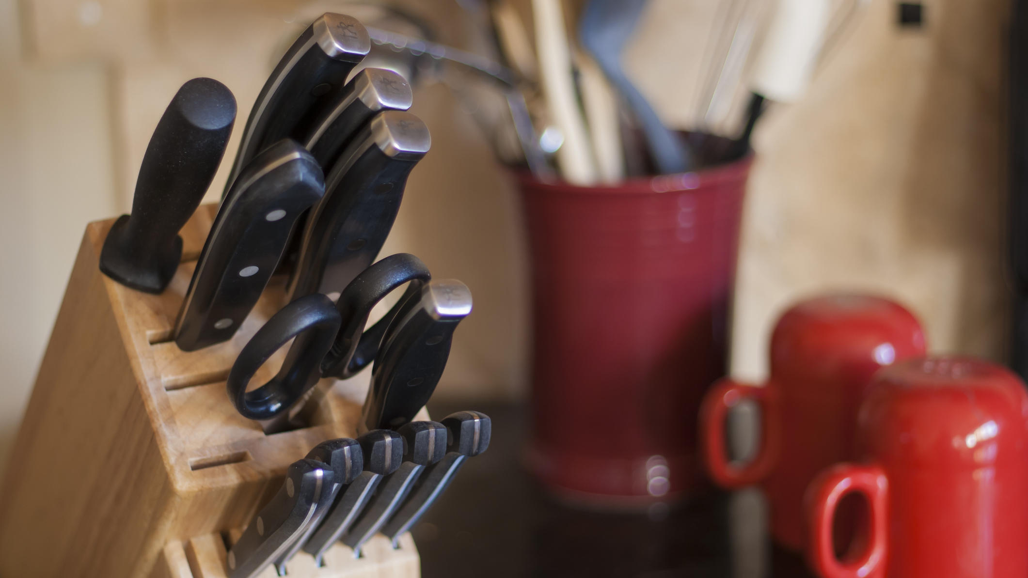 Küchenmesser gibt es in allen möglichen Größen und Formen - wir geben einen Überblick über die wichtigsten Messerarten.