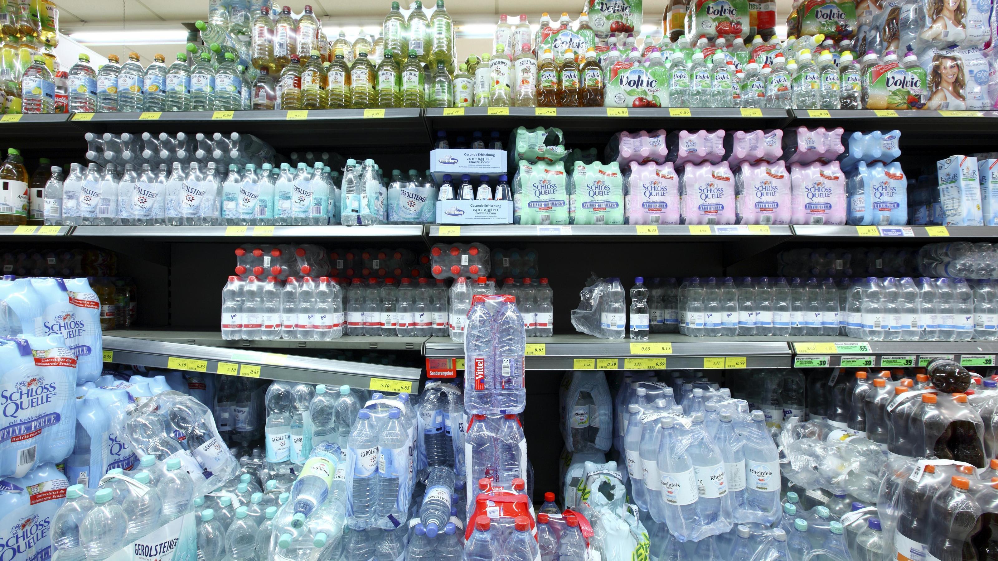 Mineralwasser im Supermarkt