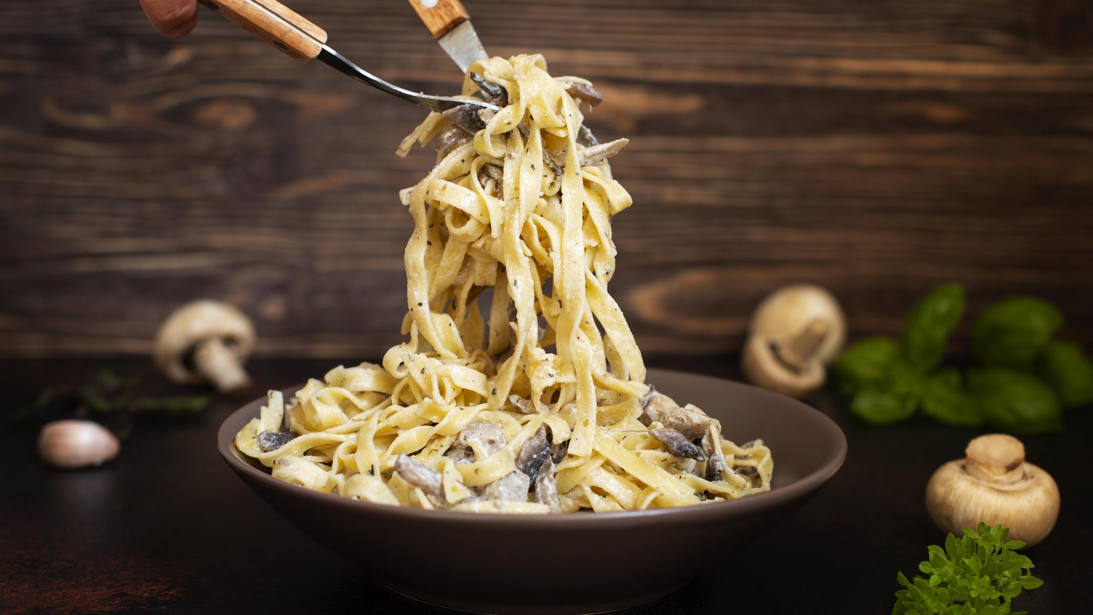 Pasta mit Pilzen und Sahnesauce