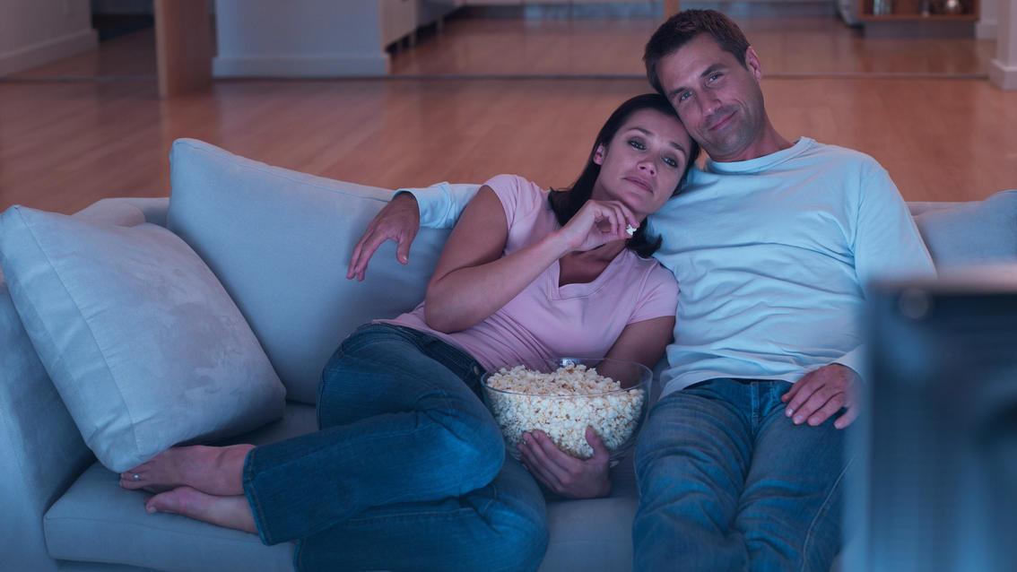 Paar beim Fernsehabend