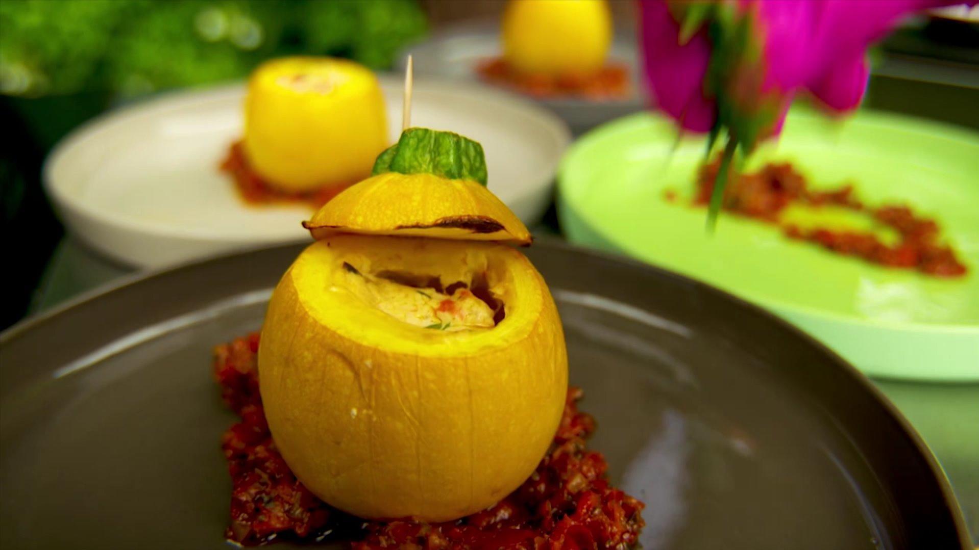 Die Vorspeise: Vegetarisch gefüllte Kugel-Zucchini