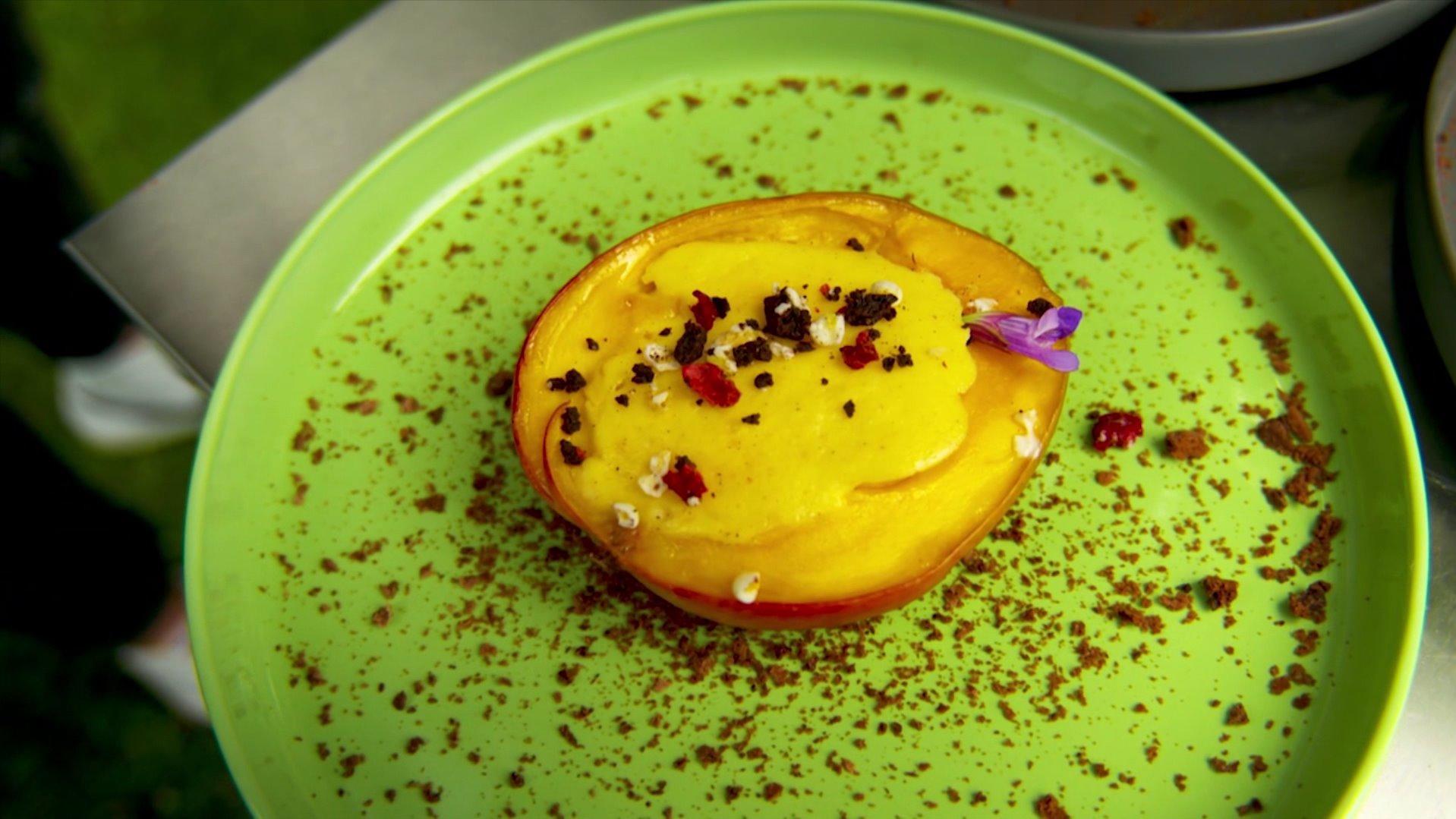 Die Nachspeise: Mit Käsekuchen gefüllte Mango