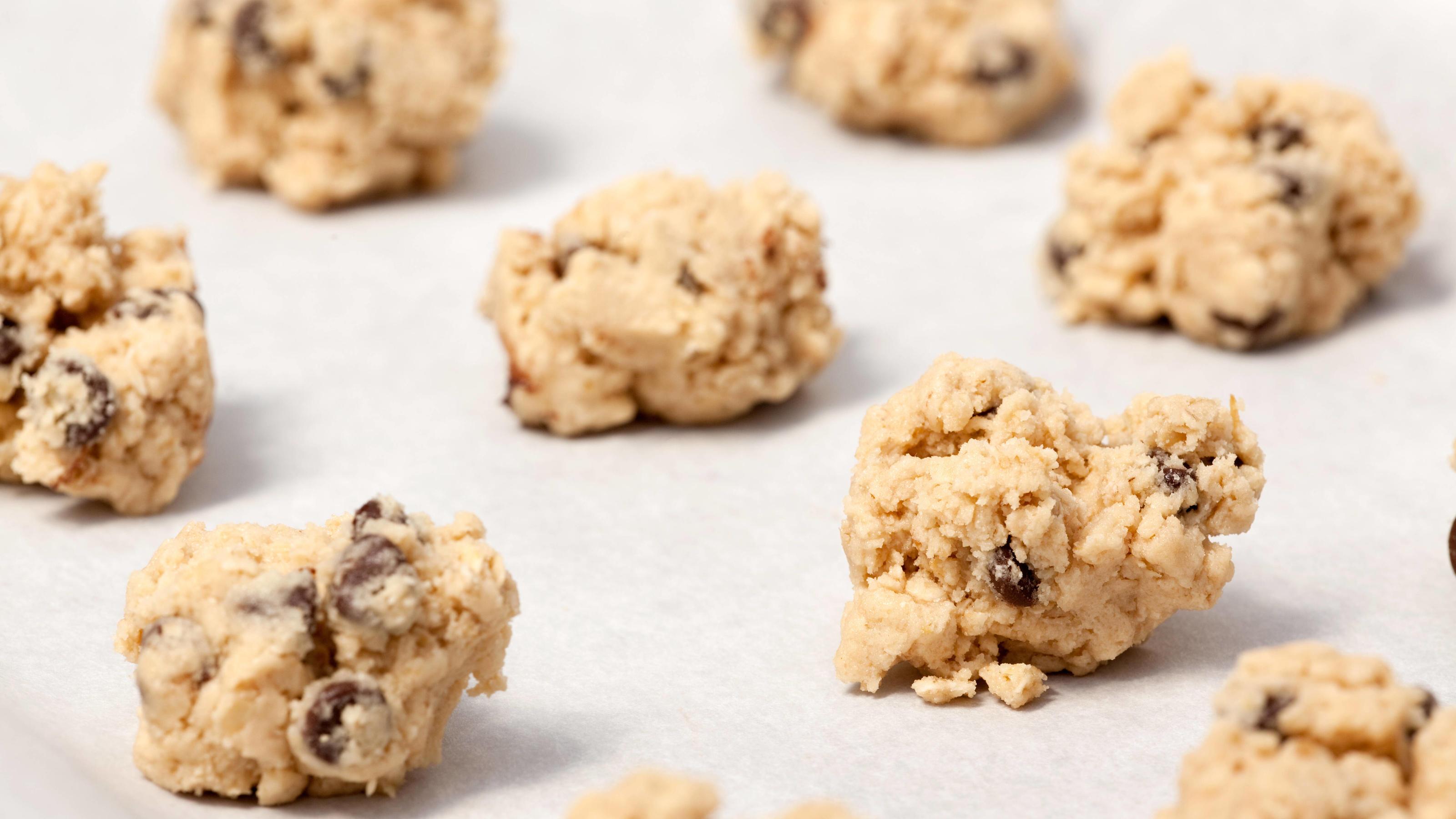 Raw Cookie Dough Raw cookie dough on a baking sheet with parchment PUBLICATIONxINxGERxSUIxAUTxONLY Copyright: xleafx 1302439