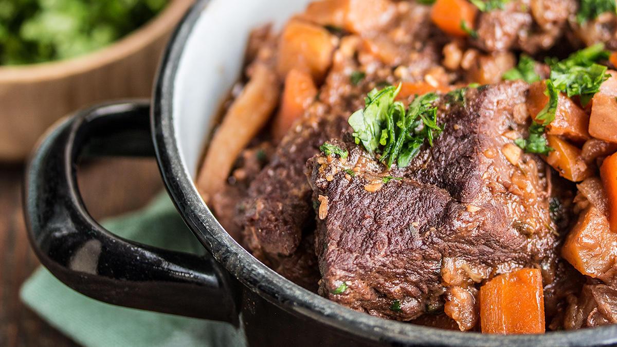 Frankreich meets Japan: Rinder-Hüfte, geschmort in Miso, Sojasauce und Tofu