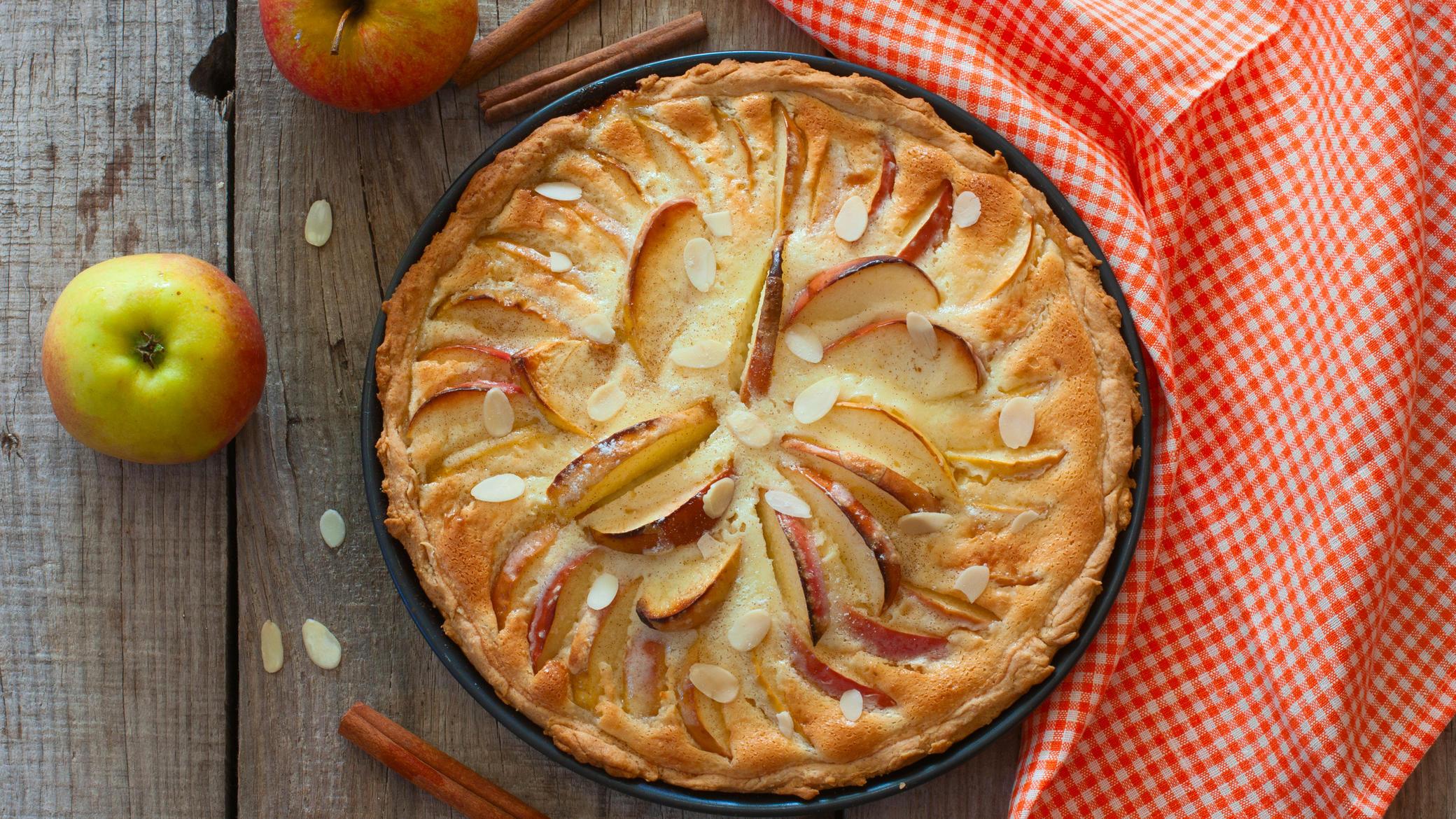 Apfelkuchen mit Mandelblättchen