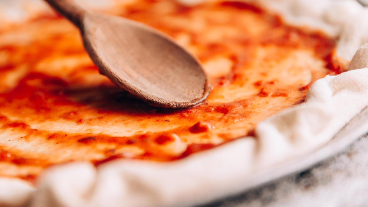 Für die meisten Pizza-Rezepte braucht man passierte Tomaten