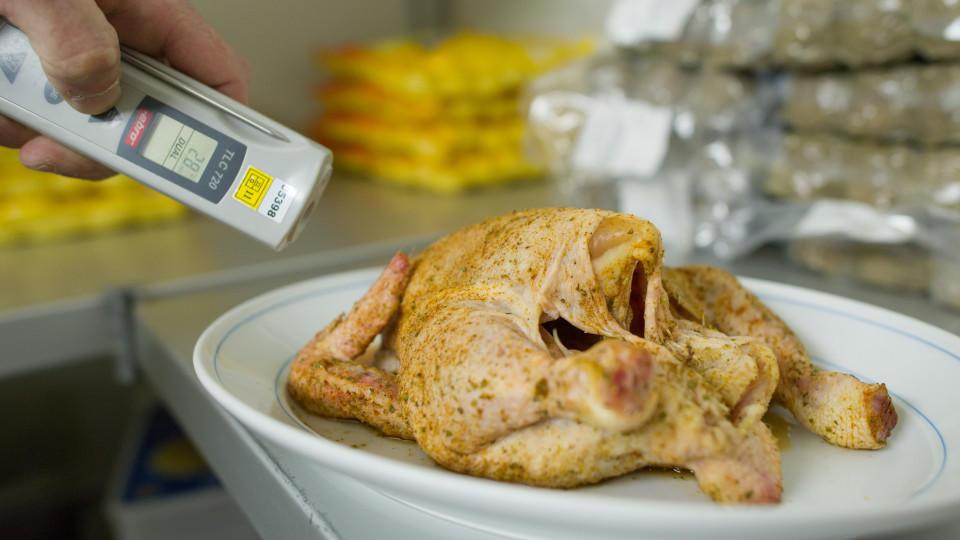 Hähnchenfleisch nicht waschen: So beugen Sie Campylobacter-Infektion vor