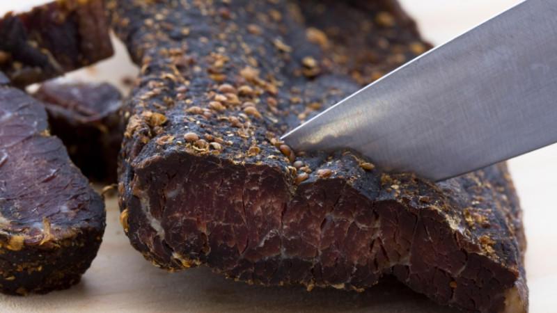Südafrikanische Küche: Das Trockenfleisch Biltong ist in Südafrika beliebt