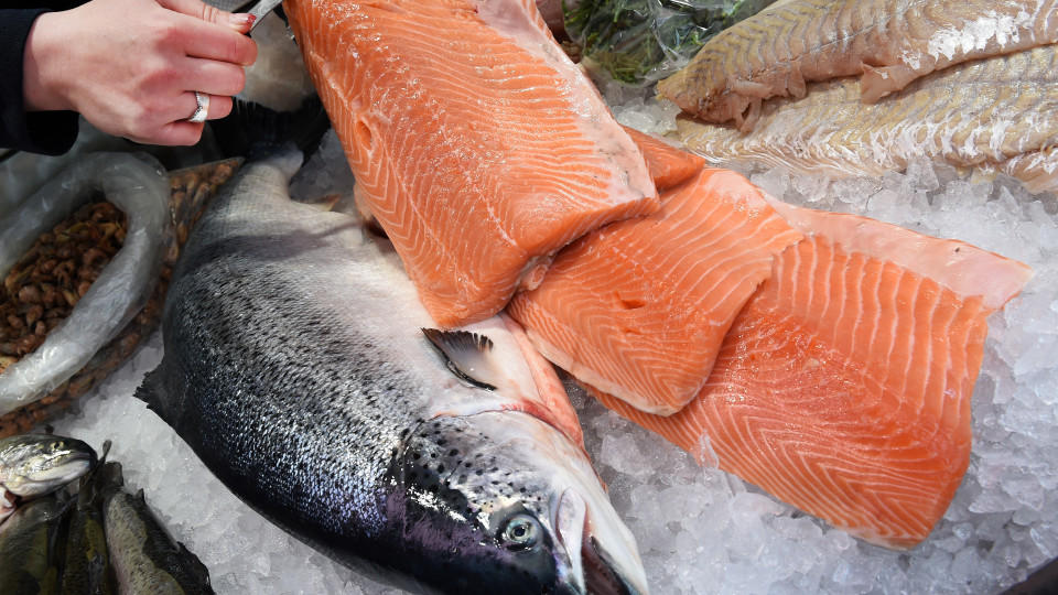 Frischen Lachs erkennen Sie an bestimmten Merkmalen