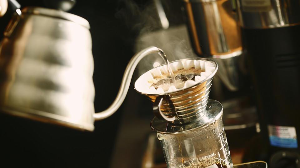 Der gute alte Filterkaffee ist wieder da – aber cool muss er sein!
