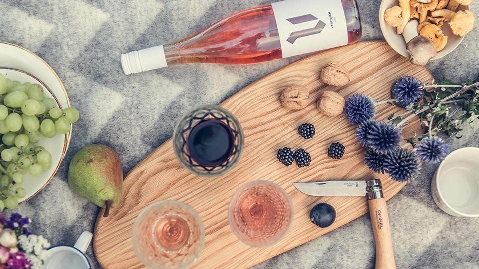 Zur Outdoor-Saison gehört leckerer Wein