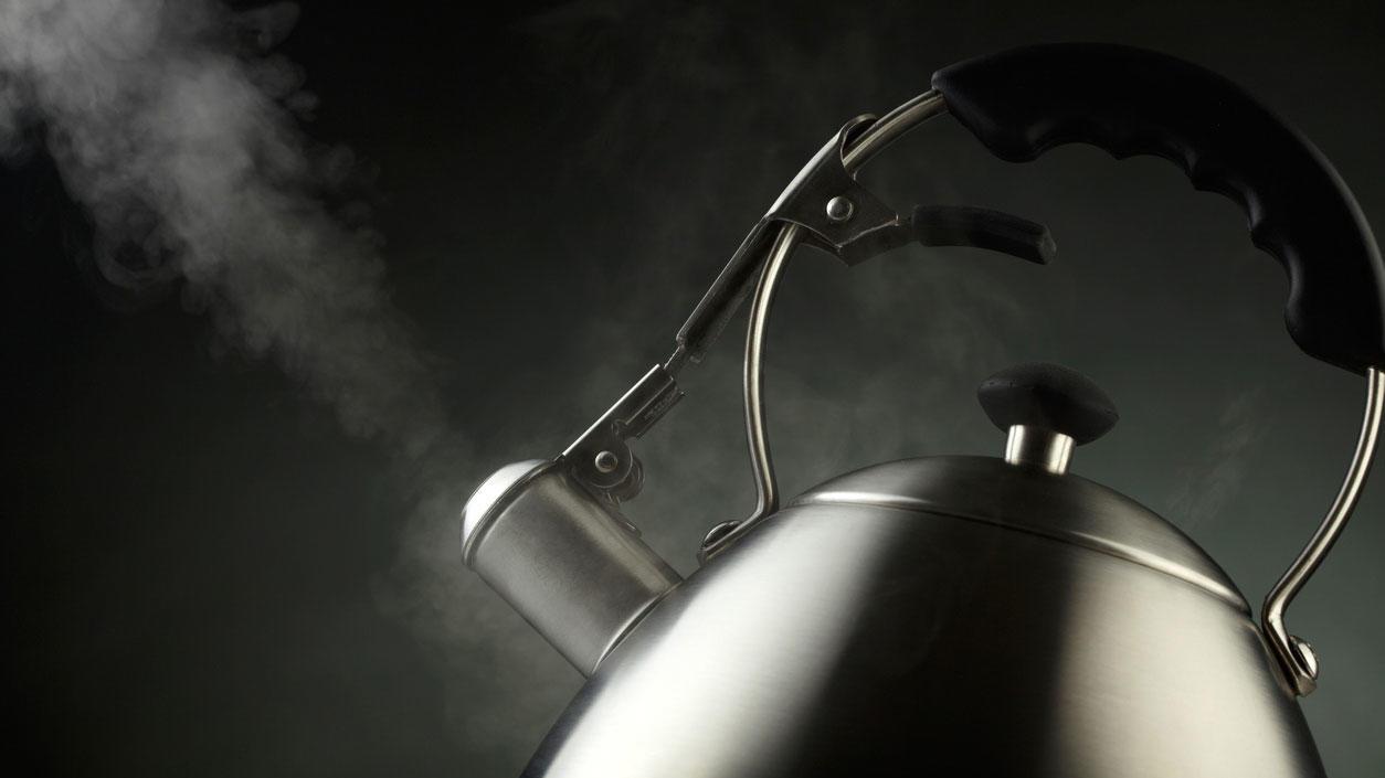 Wasserkocher dampft