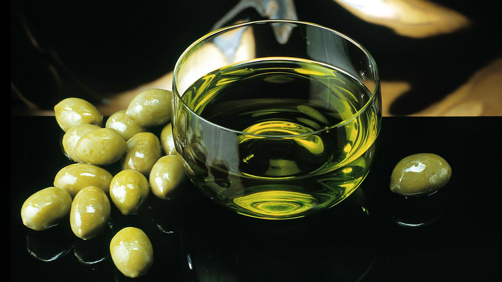 kaltgepresstes oliven l deshalb besser nicht stark erhitzen. Black Bedroom Furniture Sets. Home Design Ideas