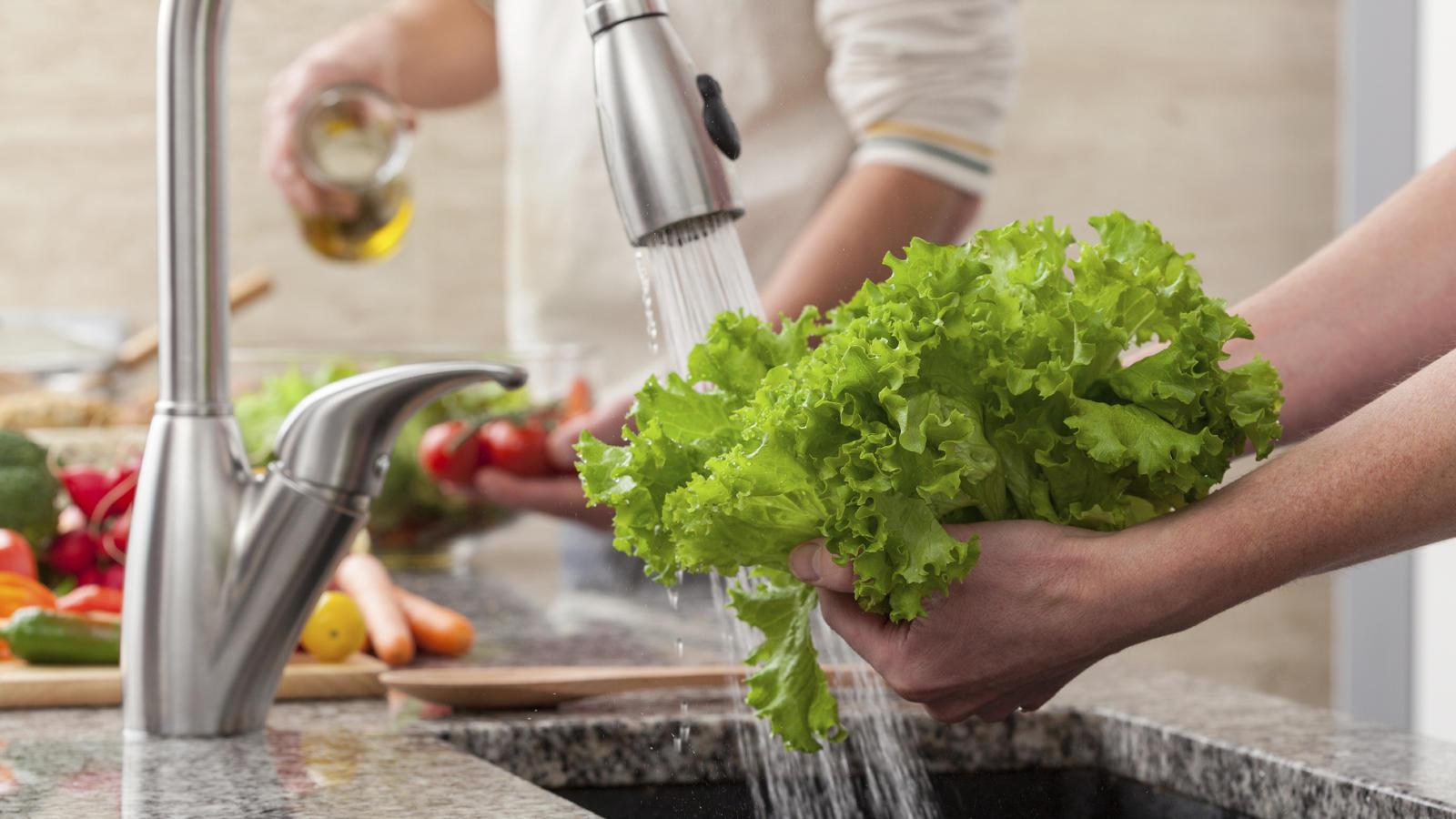 Gemüse,waschen,Paprika,Wasserhahn,Reinigung,Lebensmittel,Gesundheit,Hygiene,Küche