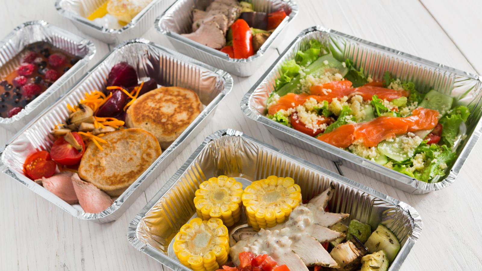 Lebensmittel in Aluminium-Schale.