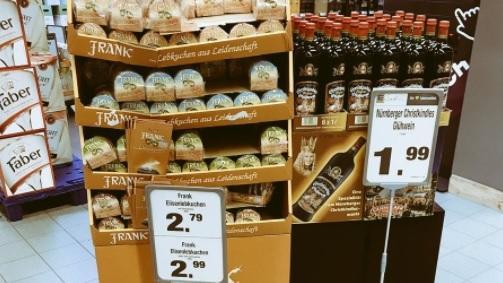 Lebkuchen und Glühwein im Supermarkt